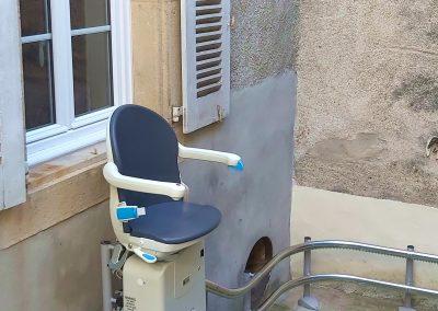 Monte-escaliers tournant extérieur à Montpellier