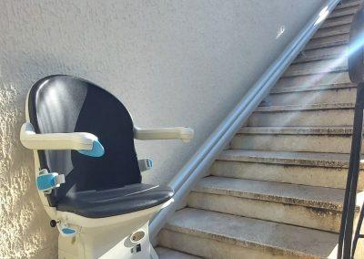 Installation d'un monte-escalier extérieur à Lattes